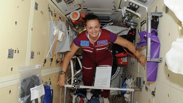 Российский космонавт Елена Серова на борту МКС