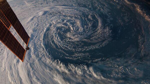 Фотография шторма, сделанная с борта МКС. Архивное фото