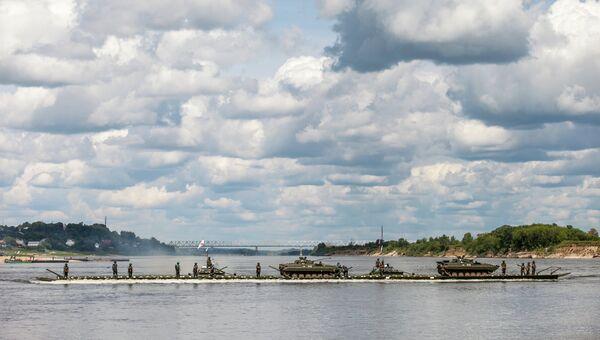 Всеармейское соревнование понтонно-переправочных подразделений инженерных войск Открытая вода. Архивное фото