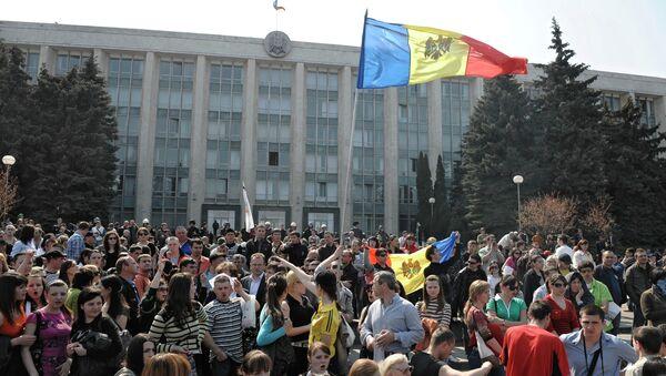 Митингующие у здания парламента Республики на площади Великого национального собрания. Архивное фото.