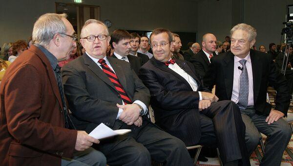 Александр Смолар, Марти Ахтисаари, Тоомас Ильвес и Джордж Сорос на XIII Форуме Открытого общества в Таллине