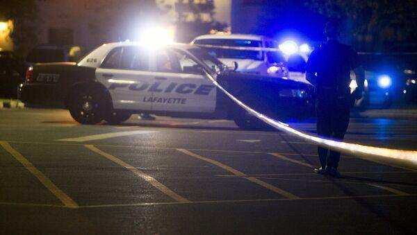 Полицейские на месте стрельбы в кинотеатре американского штата Луизиана. 24 июля 2015