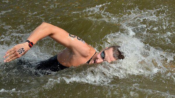 Сергей Большаков (Россия) на дистанции 5 км на открытой воде среди мужчин на XVI чемпионате мира по водным видам спорта в Казани