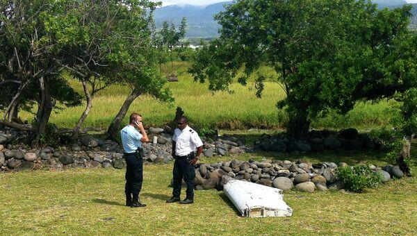 Обломки самолета, найденные на острове Реюньон. Июль 2015