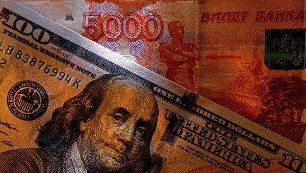 Денежные купюры США и России. Архивное фото