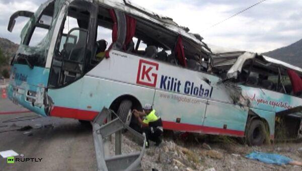 Полиция на месте аварии экскурсионного автобуса в Турции. Архивное фото