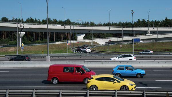 Автомобили едут по МКАД. Архивное фото