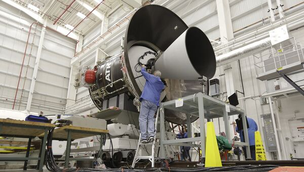 Постройка ракеты-носителя Antares. Архивное фото