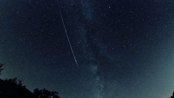 Фотограф-любитель запечатлел длинный след метеорита из потока Персеид