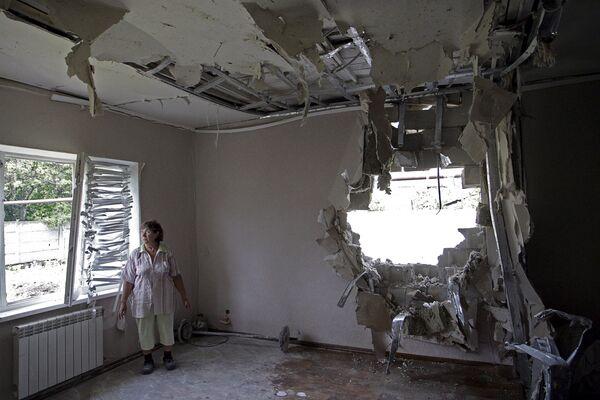 Дом пострадавший во время обстрела Донецка