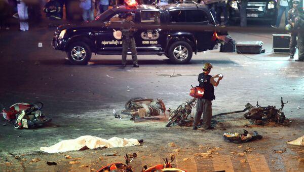 На месте взрыва в туристическом центре Бангкока, архивное фото