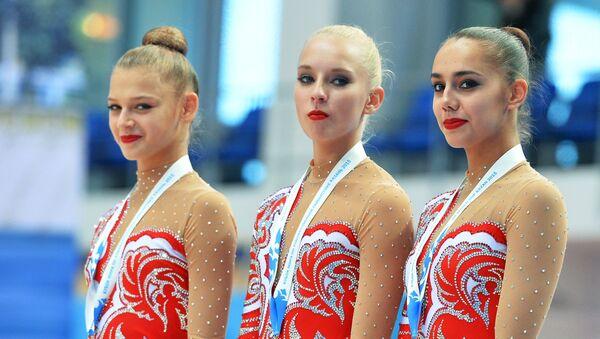Александра Солдатова (Россия) - бронзовая медаль, Яна Кудрявцева (Россия) - серебряная медаль, Маргарита Мамун (Россия) - золотая медаль.