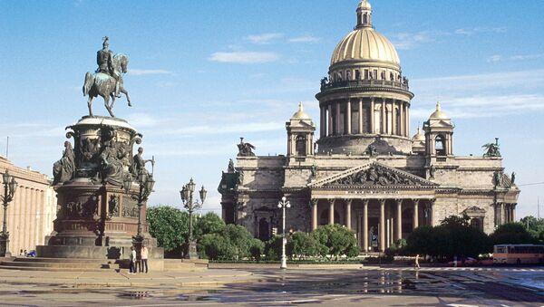 Вид на Исаакиевскую площадь в Санкт-Петербурге. Архивное фото