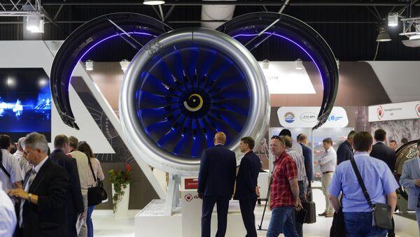 Посетители у стенда Объединенной двигателестроительной корпорации. Архивное фото