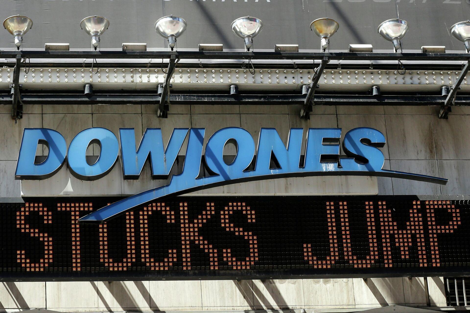 Индикатор Доу Джонса на Таймс-сквер в Нью-Йорке, США - РИА Новости, 1920, 02.09.2020