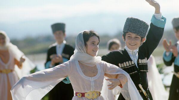 Участники самодеятельного танцевального ансамбля. Дагестанская АССР