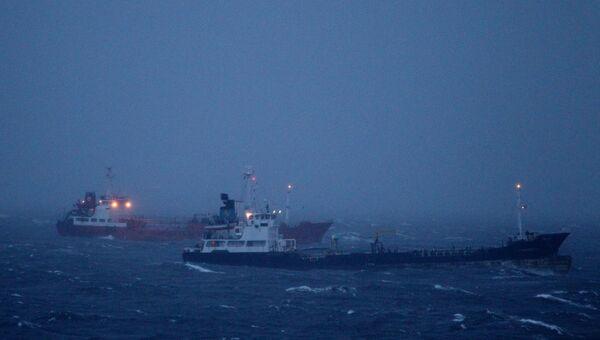 Суда в Амурском заливе во время тайфуна Гони в Приморском крае