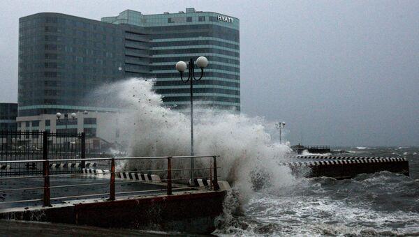 Водная станция Тихоокеанского флота во Владивостоке во время тайфуна Гони