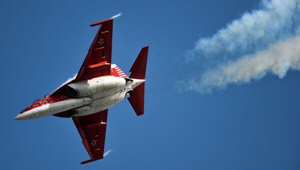 Самолет Як-130 на Международном авиационно-космическом салоне