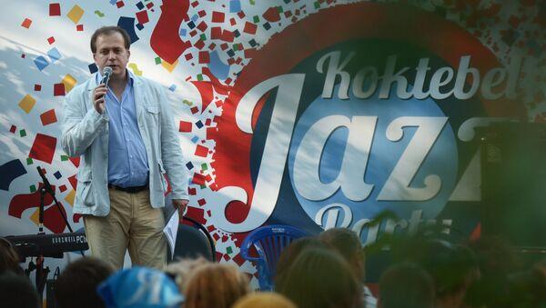 Журналист, культуролог Павел Сурков на лекции в рамках Международного джазового фестиваля Koktebel Jazz Party