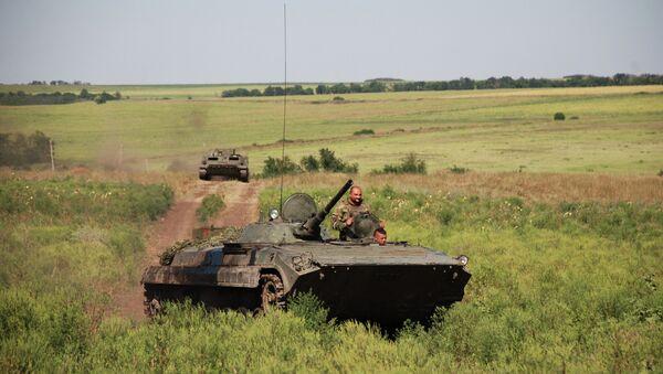 БМП 1-й Славянской бригады ополчения ДНР на позиции у линии соприкосновения с ВСУ. Архивное фото