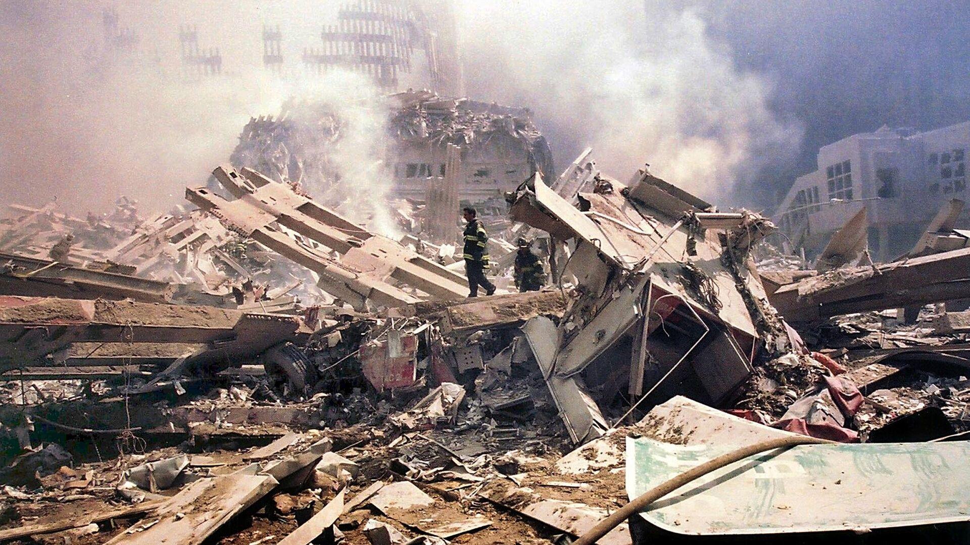 Обломки башни Всемирного торгового центра после теракта 11 сентября 2001 года в Нью-Йорке - РИА Новости, 1920, 03.09.2021