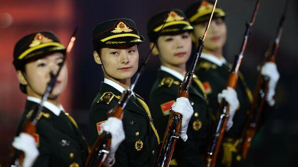 Оркестр и рота почетного караула Народно-освободительной армии Китая на торжественном открытии международного военно-музыкального фестиваля Спасская башня на Красной площади
