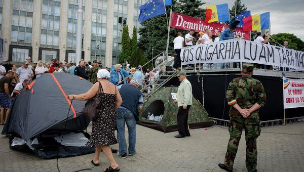 Участники антиправительственных акций протеста в Кишиневе