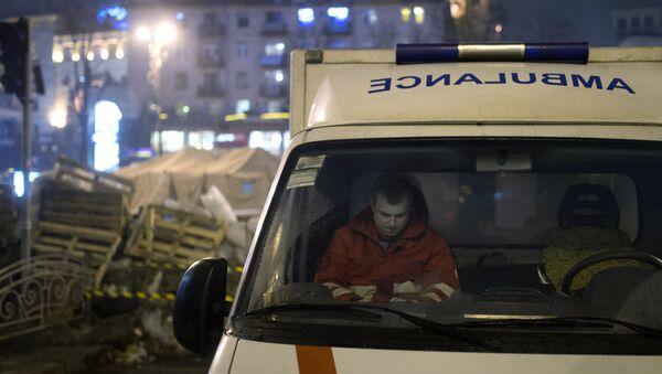 Машина скорой помощи на площади Независимости в Киеве