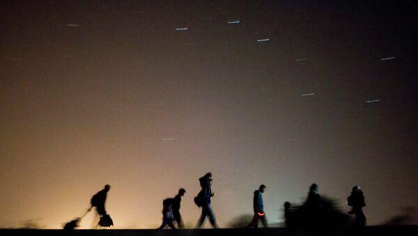 Беженцы возле венгерско-сербской границы