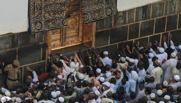 Хадж - паломничество мусульман в Мекку. Мусульманская святыня Кааба. Архивное фото