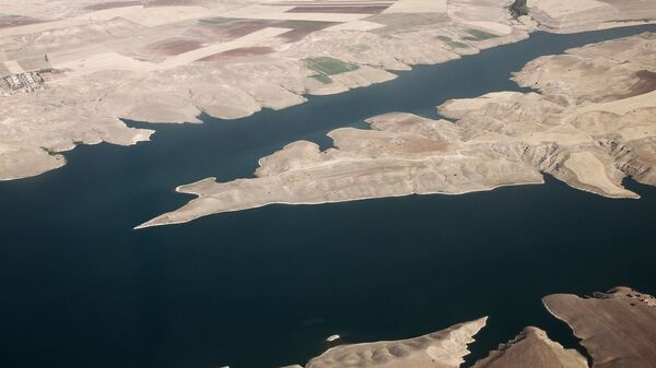 Вид сверху на реку Евфрат. Архивное фото