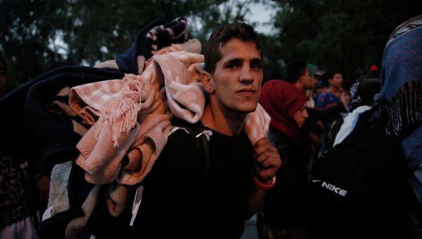 Сирийские беженцы в палаточном лагере неподалеку от греко-турецкой границы в Эдирне. Архивное фото