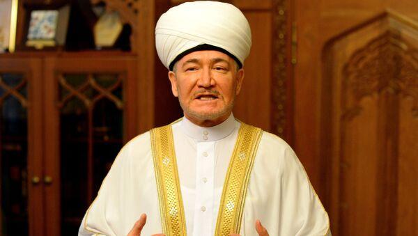 Председатель совета муфтиев России Равиль Гайнутдин во время праздника Курбан-Байрам в Московской Соборной мечети