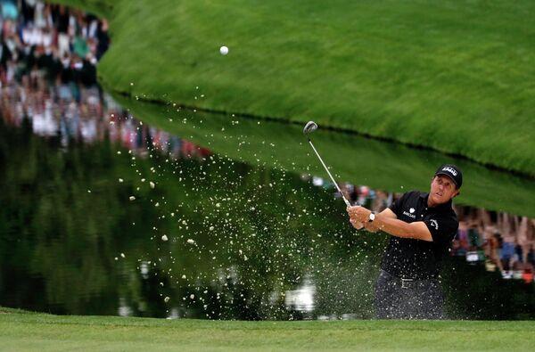 Американский игрок в гольф Фил Микельсон