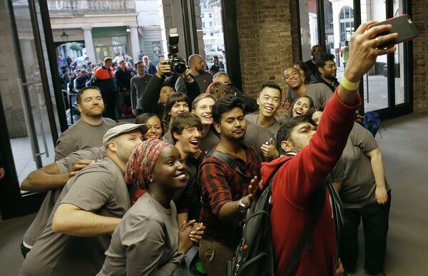 Начало продаж нового iPhone в Англии
