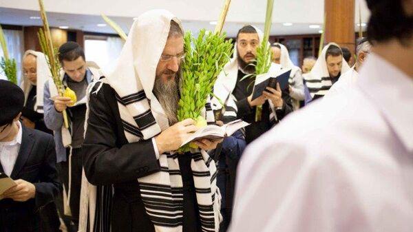 Главный раввин России Берл Лазар во время праздника Суккот
