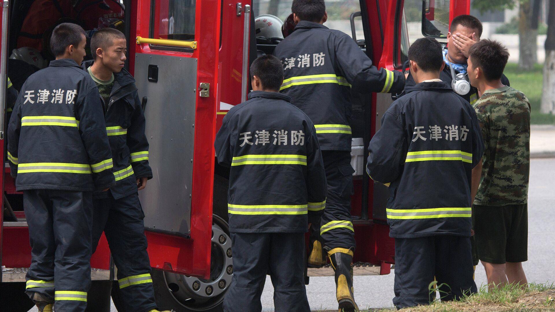 Китайские пожарные на месте взрыва в Тяньцзине - РИА Новости, 1920, 11.09.2020