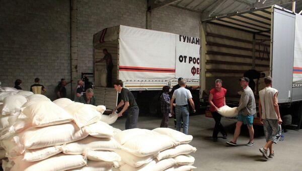 Автомобили гуманитарной колонны МЧС России прибыли в пункты назначения в Донецкой и Луганской областях. Архивное фото