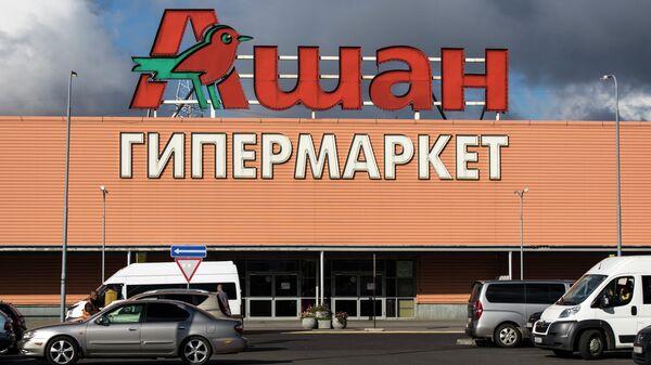 Вход в гипермаркет Ашан