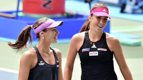Теннис. Мартина Хингис (Швейцария) и Саня Мирза (Индия). Архивное фото