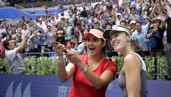 Теннис. Мартина Хингис (Швейцария) и Саня Мирза (Индия) выиграли турнир в Умани, 3 октября 2015