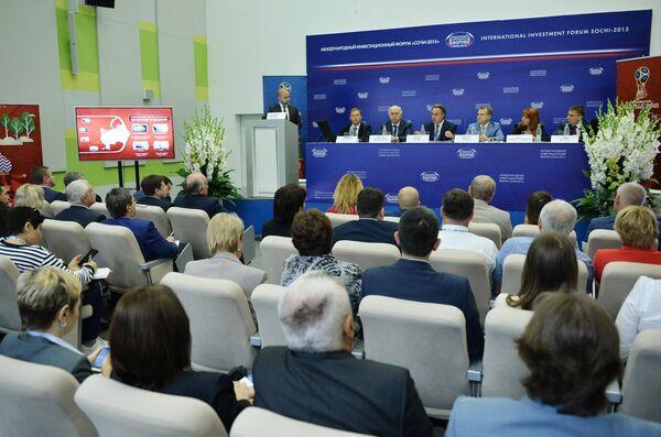 Панельная дискуссия Три года до чемпионата мира по футболу. Как готовы города России? в рамках форума Сочи-2015