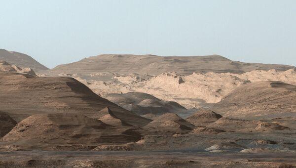 Изображение горы Шарп на планете Марс, полученное марсоходом Curiosity