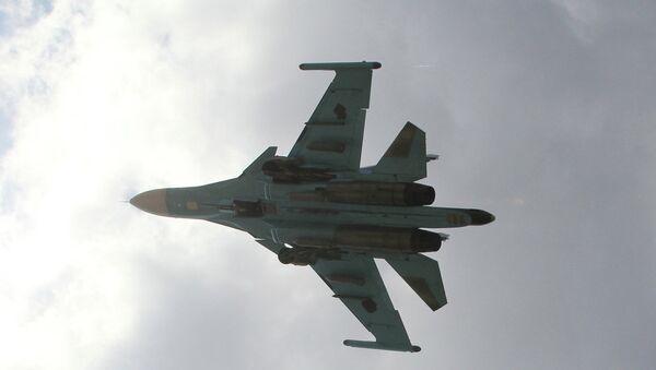 Российский бомбардировщик взлетает с авиабазы в Латакии, Сирия