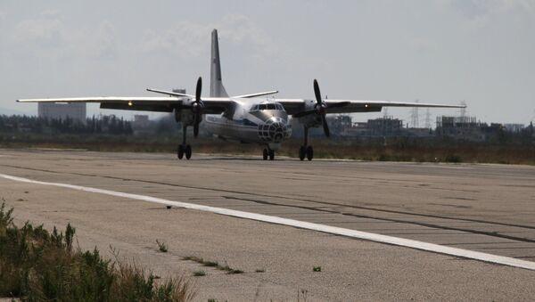 Российский транспортный самолет Ан-32 садится в аэропорту Латакии