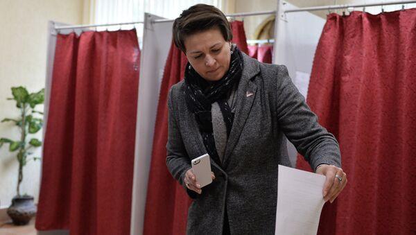 Кандидат в президенты Республики Беларусь Татьяна Короткевич на избирательном участке в Минске во время выборов президента Белоруссии. Архивное фото
