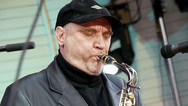 Саксофонист и композитор Алексей Козлов выступает со своей группой Арсенал на Московском международном джазовом фестивале Джаз в саду Эрмитаж