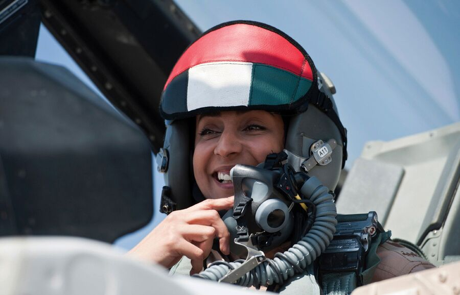 Первая женщина-пилот ВВС Арабских Эмиратов майор Марьям аль-Мансури