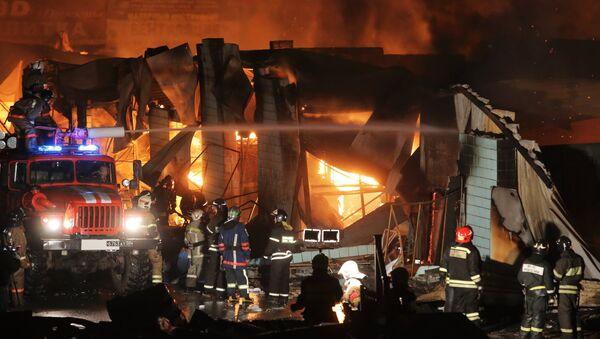 Пожар на московском строительном рынке Мельница